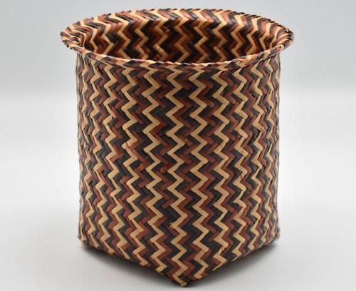 Double-walled basket with eye-dazzler pattern